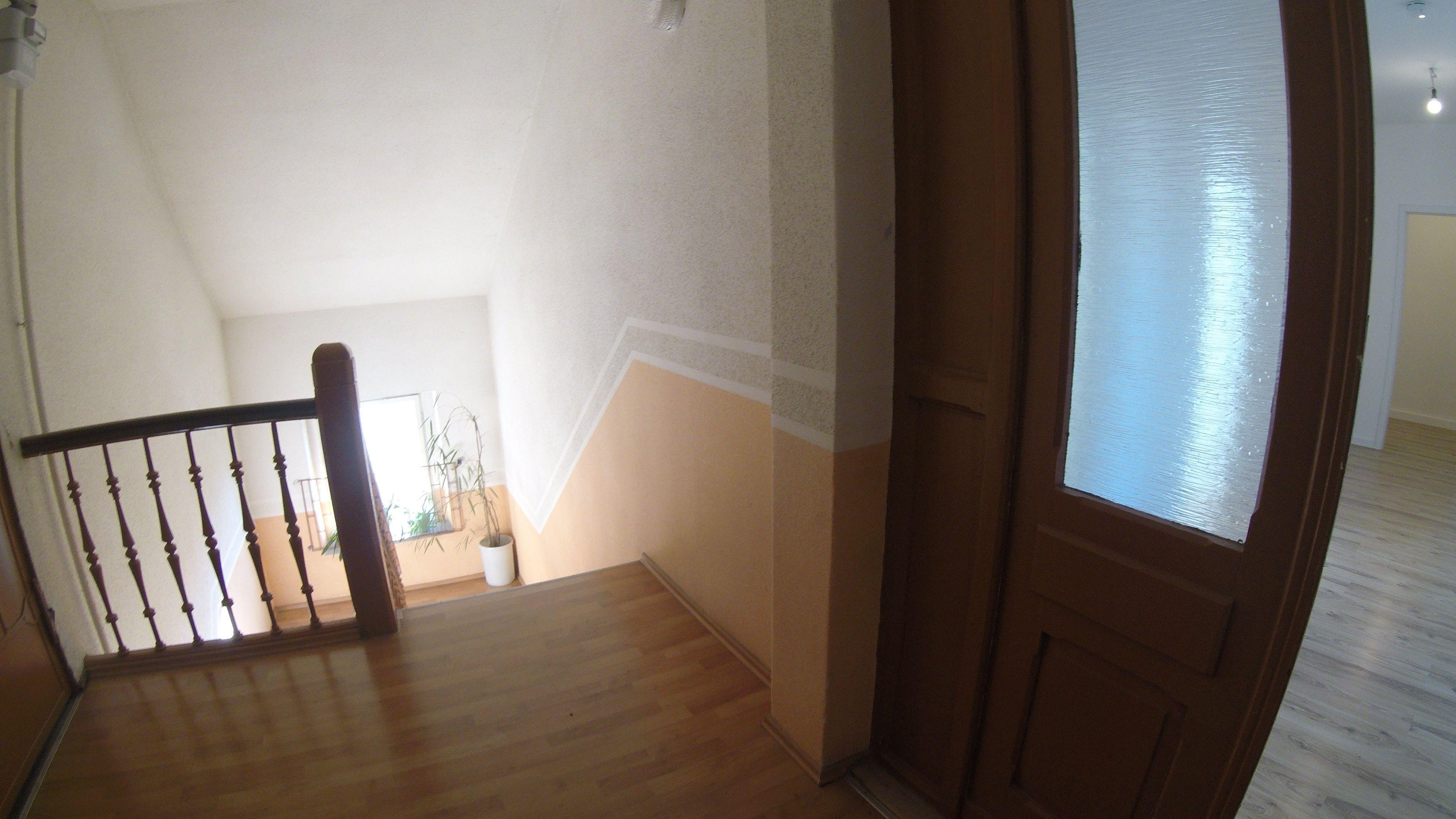 Treppe Gefliest Dachgeschoss Mietwohnung 3 Zimmer Mit Wannenbad Und Fenster Nahe Steintor In 2020 Home Decor Home Decor