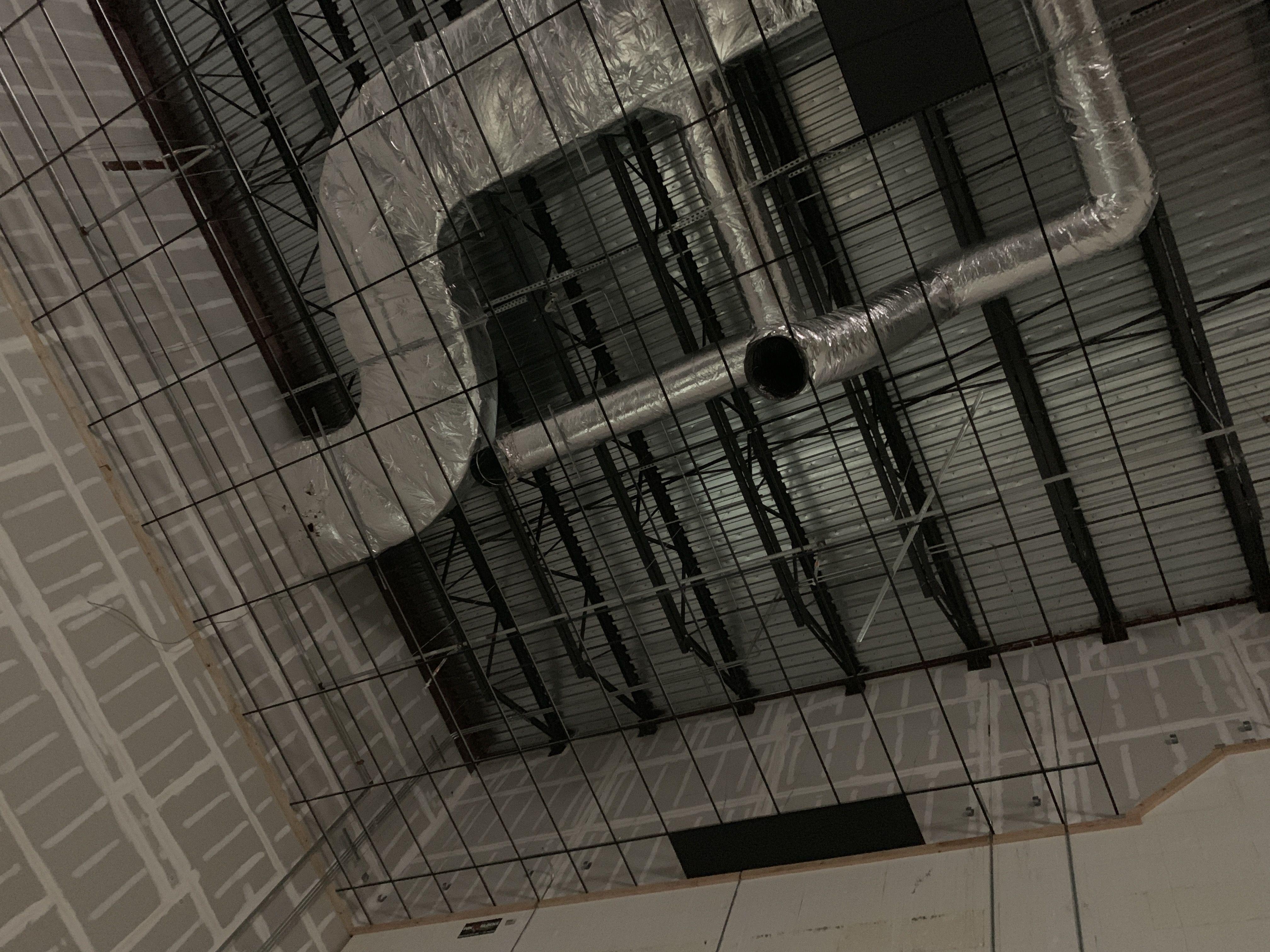 Instalaciones de ductos y máquinas de aire acondicionado