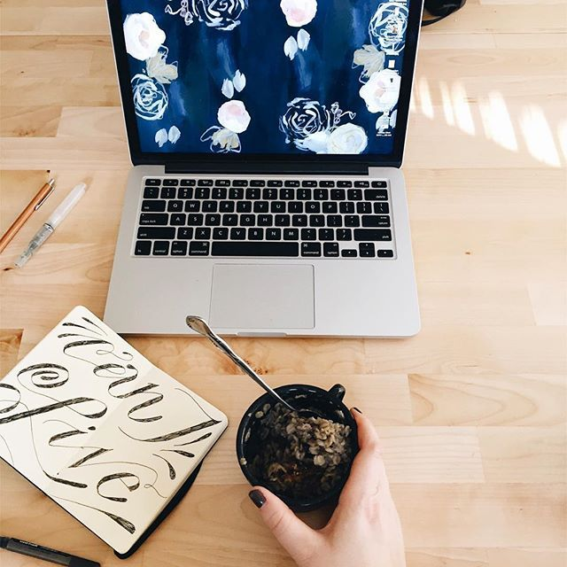 morning w blueberry oatmeal 😴☕️✨ #veganbreakfast #typegang #typelettering #letteringartist #handlettered #minimalstyle #creativespace #onmydesk
