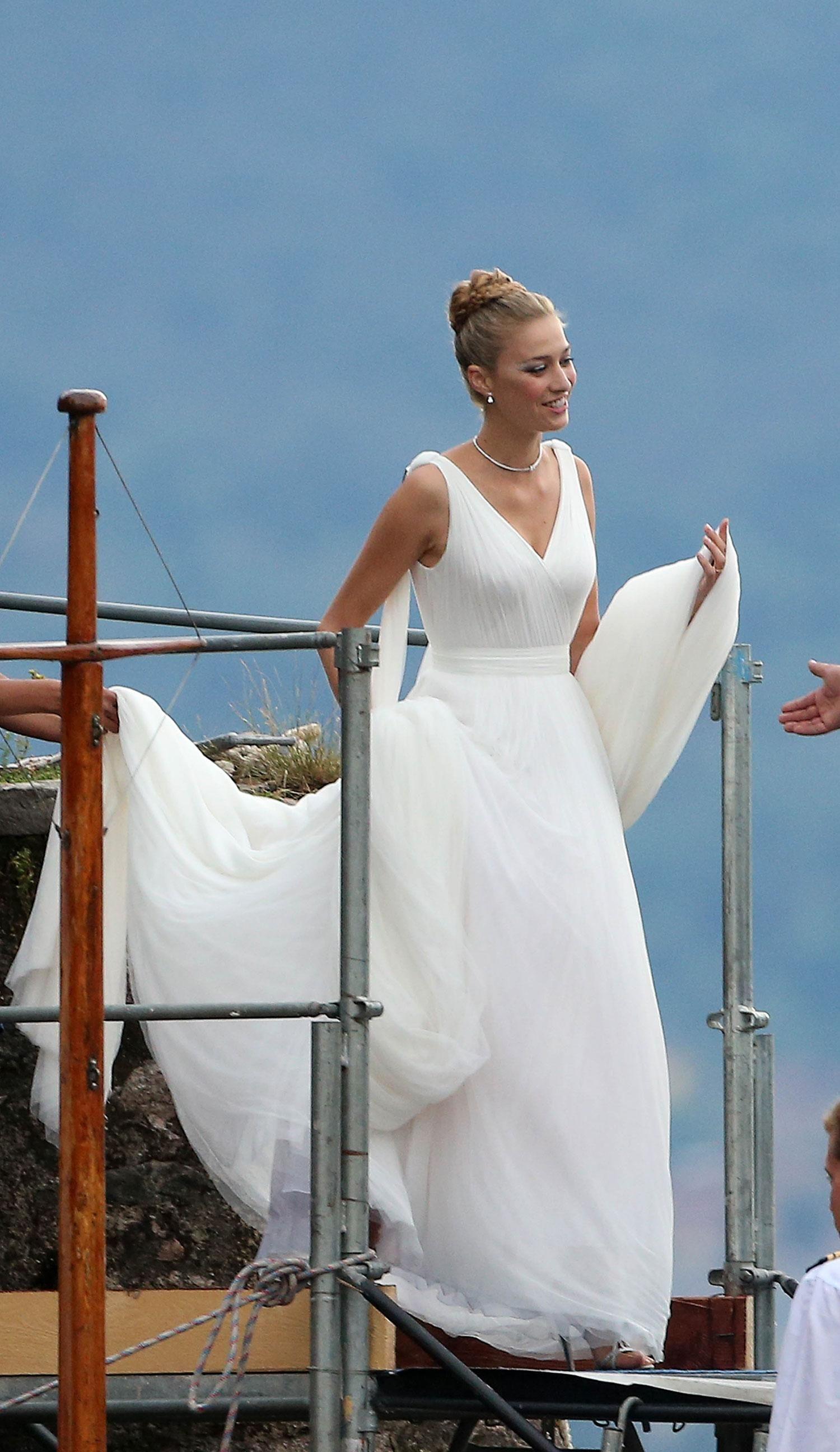 We Know Which Beloved Design House Is Making Iggy Azalea S Wedding Dress Famous Wedding Dresses Second Wedding Dresses Royal Wedding Dress [ 2592 x 1500 Pixel ]