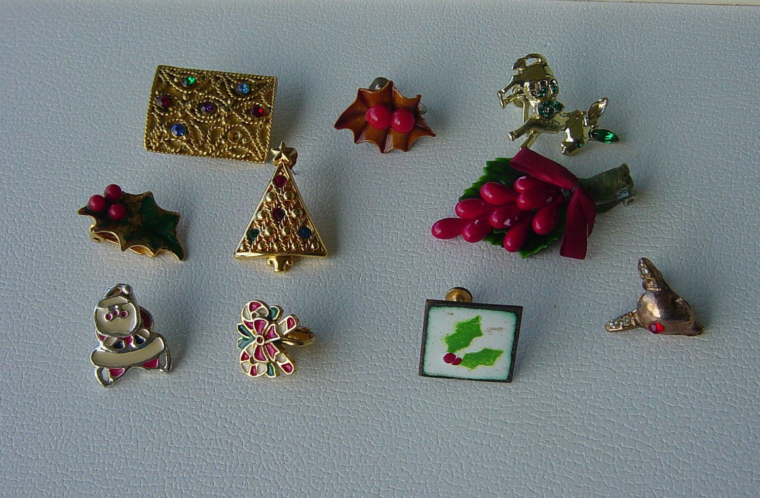 Lot Of Christmas Theme Single Odd Vintage  Earrings (2.50 USD) by Castawayland