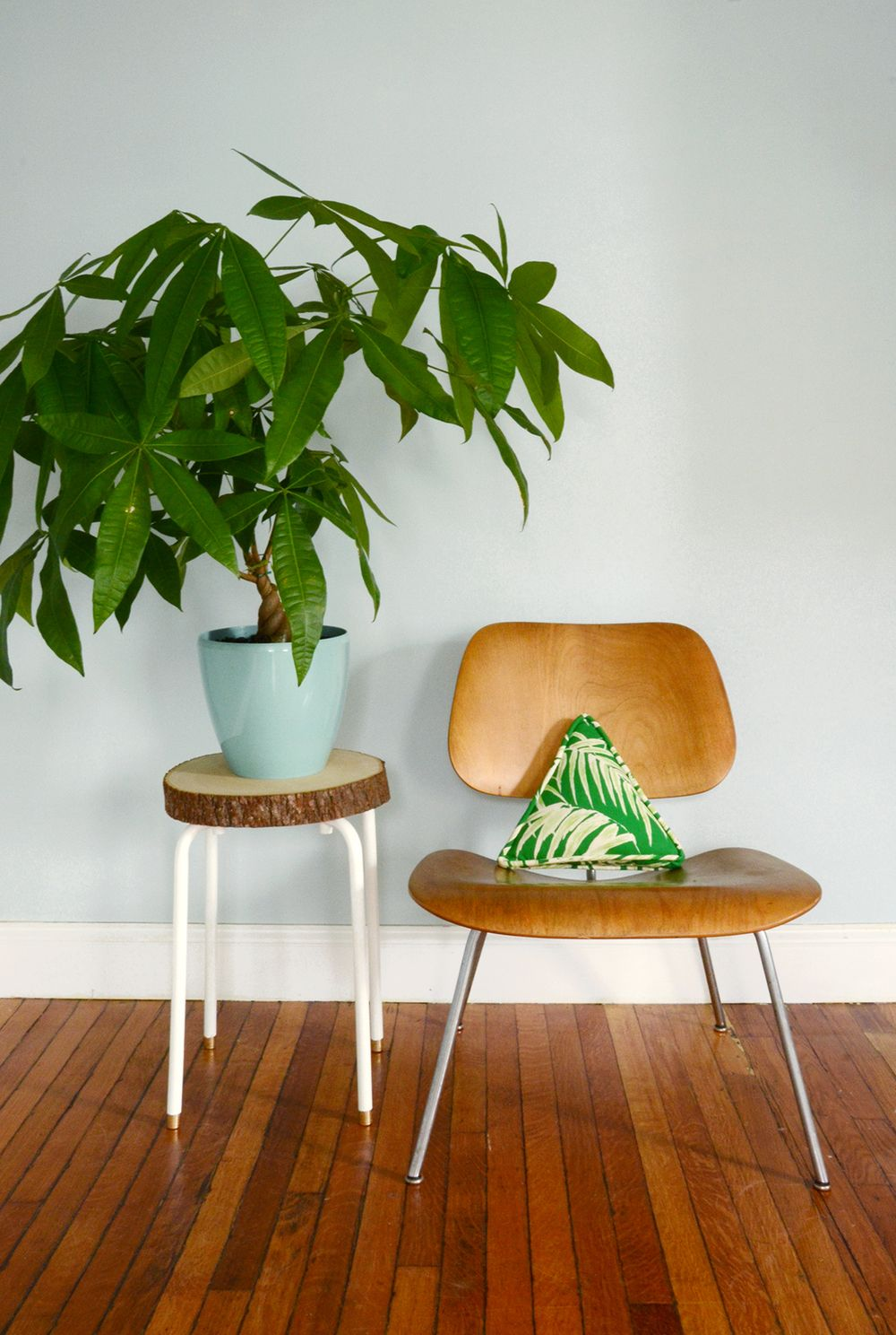 Find Out How To Turn An Ikea Marius Stool Into A Lovely Plant Stand With A Diy Furniture Projects Diy Wood Projects Furniture Reclaimed Wood Projects Furniture