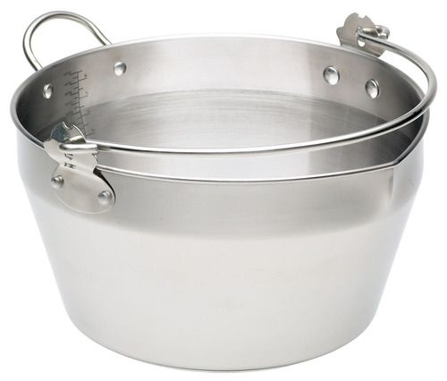 9 Litre capacity for making jams, marmalades and chutneys or as a stockpot or for soups. Ideal for all heat sources including induction.