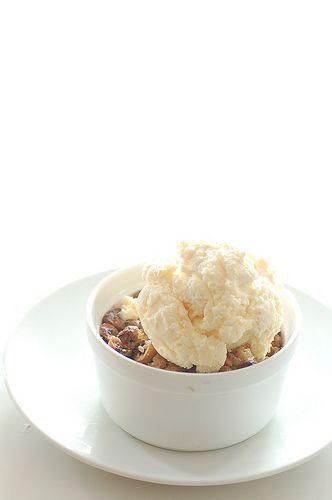 Apple chocolate hazelnut crumble