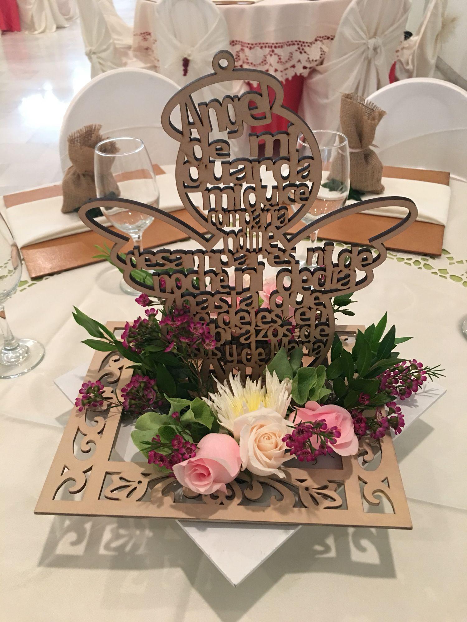 centro de mesa para bautizo y primera comuni n primera comunion communion decorations first. Black Bedroom Furniture Sets. Home Design Ideas