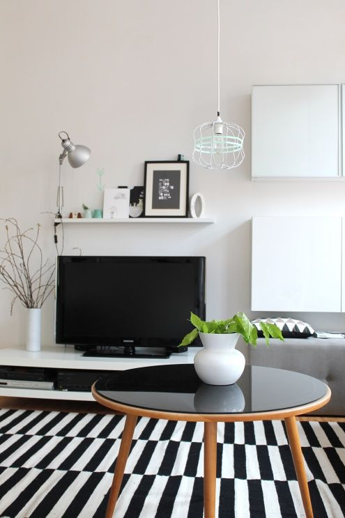 black white tags schwarz ikea wohnzimmer wei bilderleiste tv wand stockholm. Black Bedroom Furniture Sets. Home Design Ideas
