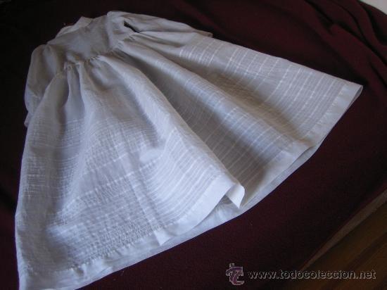 Vestido de comunión para niña en fina batista hacia 1950, 45 €