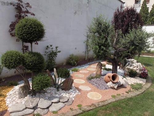 Aiuole con sassi cerca con google giardino pinterest for Sassi finti per giardini