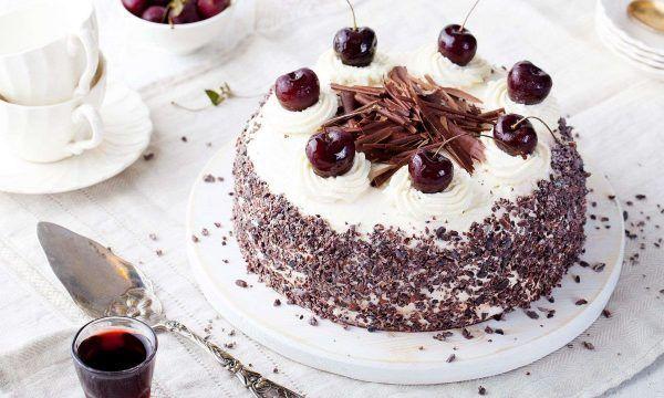 Photo of Schwarzwälder Kirsch-Torte mit Schoko-Biskuit –  Schwarzwälder Kirsch-Torte mi…