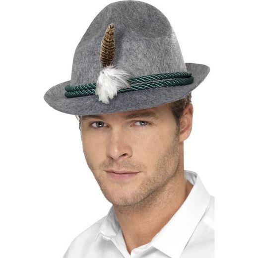 Tirolilaishattu. Harmaa perinteinen hattu, jossa koristeena sulka sekä vihreä nyöri.