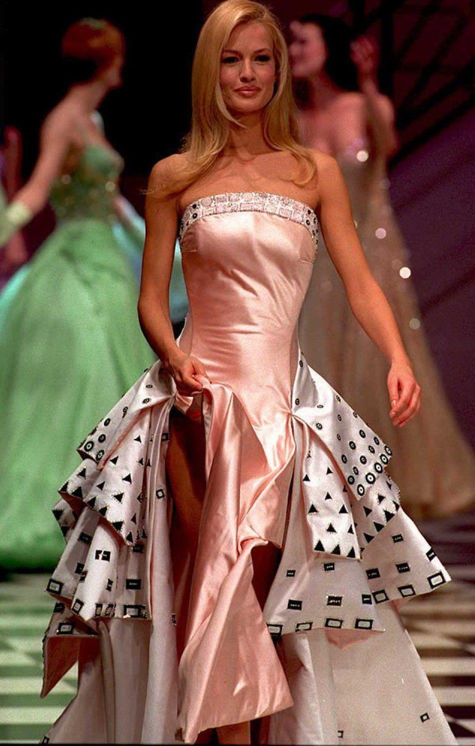 04b8a278d054 Gli abiti più belli di Gianni Versace