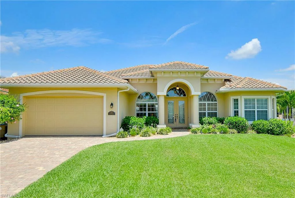 2905 Sw 39th St Cape Coral Fl 33914 Mls 218072627 Zillow Open Concept Home Modern House Design House Layouts