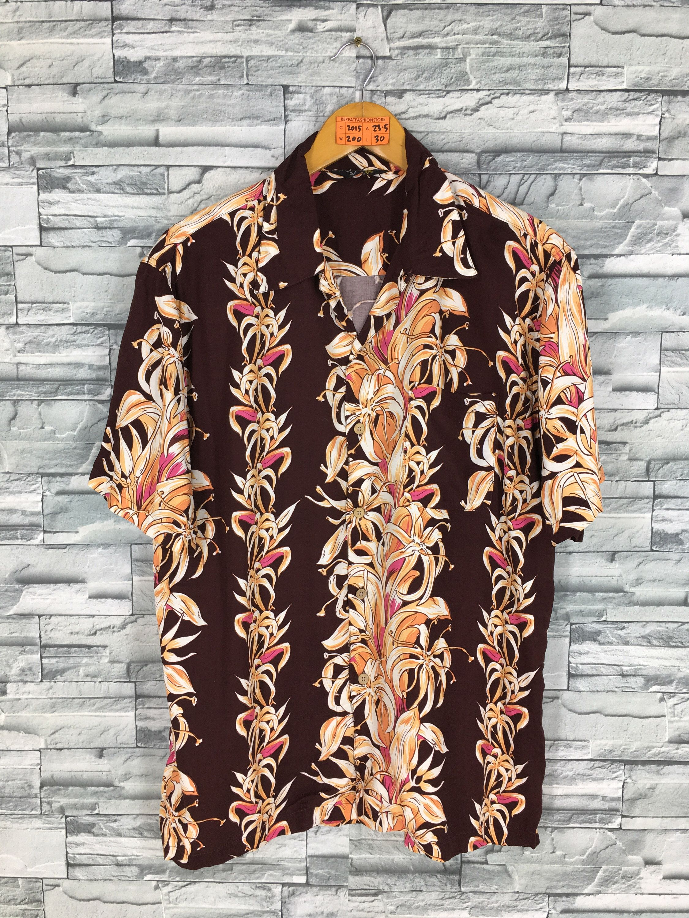 ac418452 Excited to share this item from my #etsy shop: Vintage NEPUCA Hawaiian Shirt  Rayon