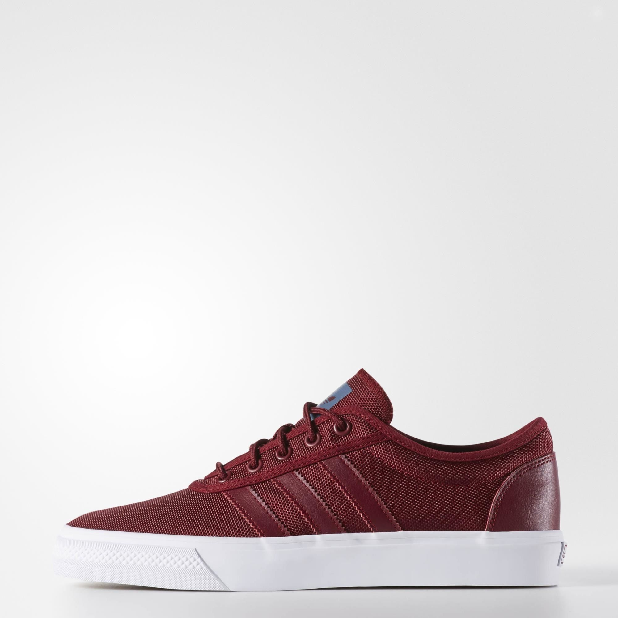 san francisco 066cb d811a Discover your potential with adidas shoes for sports and lifestyle. Find the  right shoes in our online shop today.