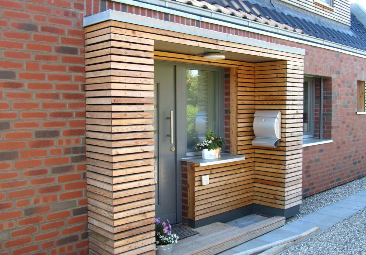 Vorbau hauseingang anbau holz modern bauen vorgarten for Haus anbau modern