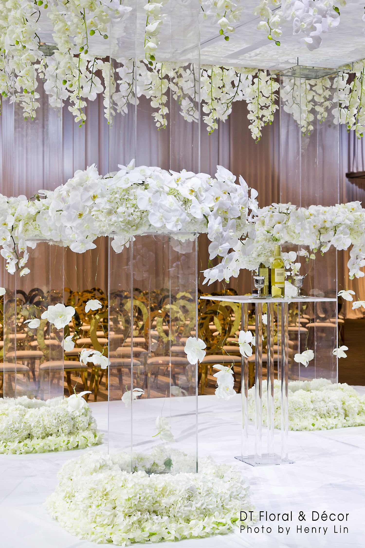 A Beautiful Gold And White Theme Wedding Fresh Floral Decor Both In
