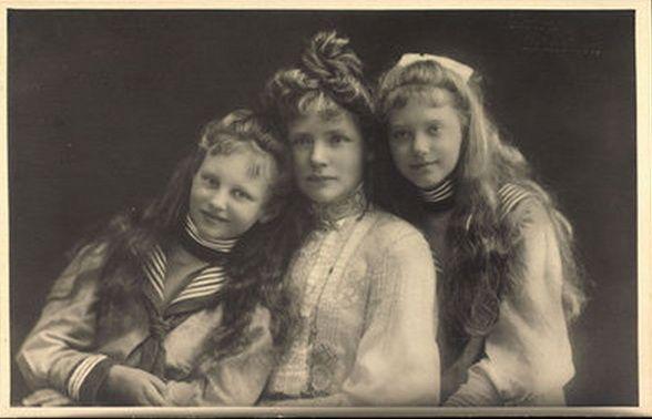 Princesse Amélie Marie en Bavière (1865-1912) duchesse d'Urach et ses filles Élisabeth de Wurtemberg-Urach (1894-1962) et Marie-Gabrielle de Wurtemberg-Urach (1893-1908)
