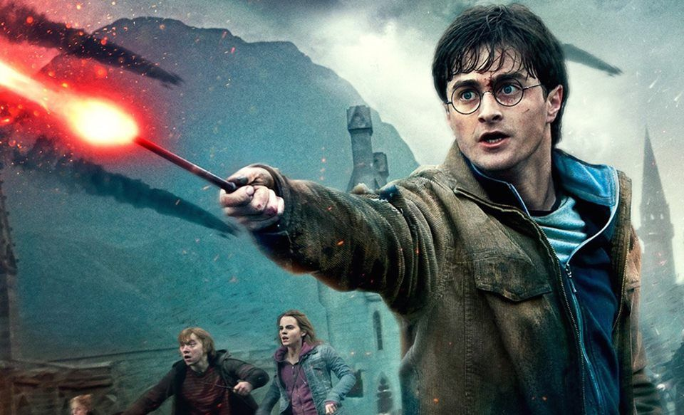 Did You Know 8 Throughout The Course Of Filming The Harry Potter Series Daniel Radcliffe Broke Harry Potter Characters Harry Potter Quiz Harry Potter Movies