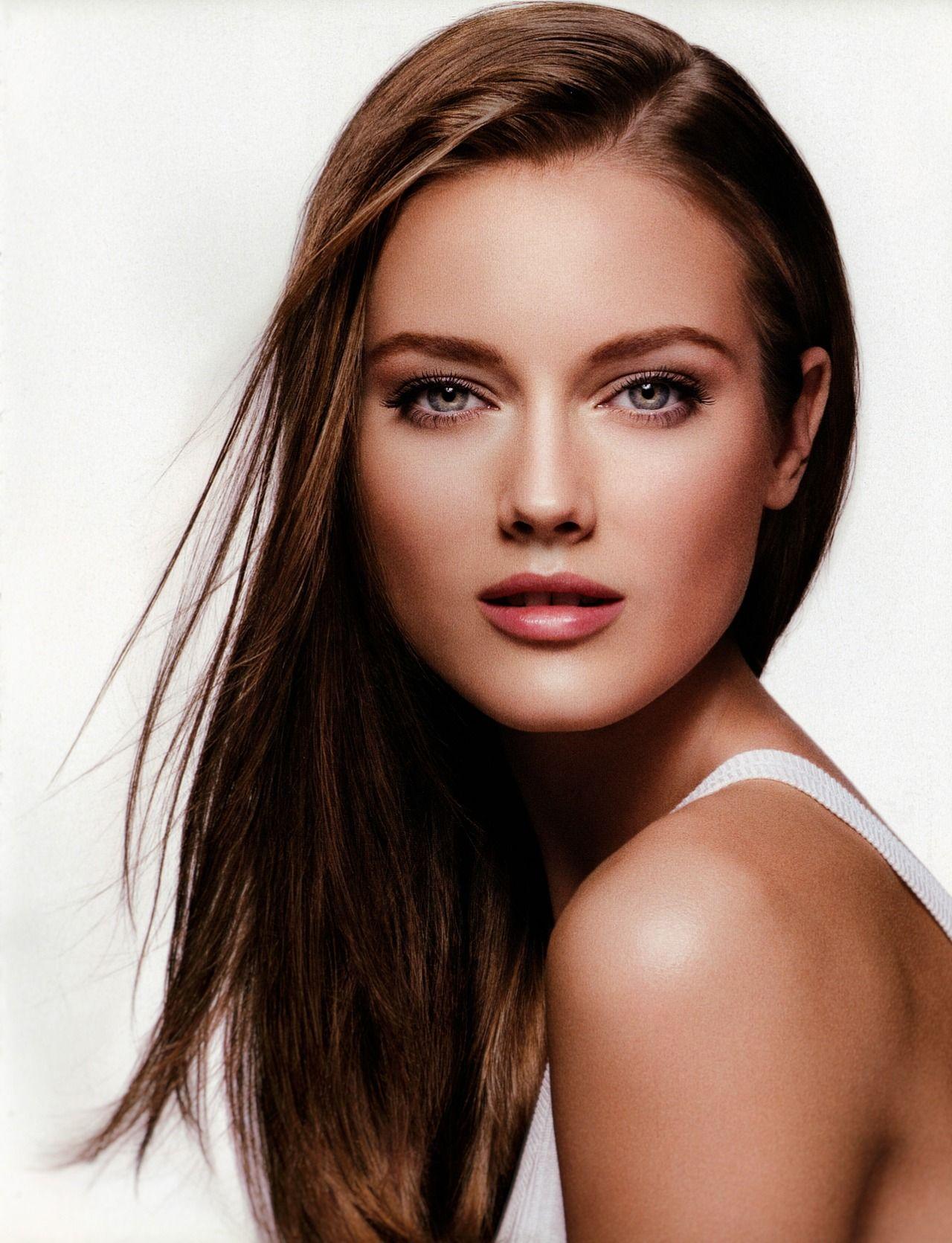 The Makeup Brush Beautiful women faces, Monika jagaciak