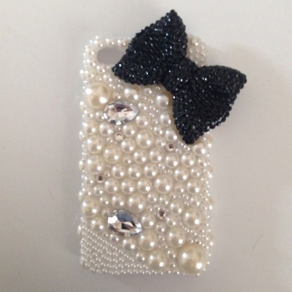 Gorgeous Pearl iPhone 4/4s case MUST HAVE!! Beautiful Creme pearl and black bow iPhone 4/ 4S case. No pearls or stones are missing. IN EXCELLENT CONDITION! Brown bag does come with case! Apple Accessories