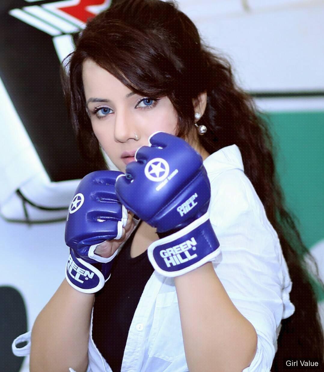 rabi pirzada peerzada rabi-pirzada singer pakistani actress