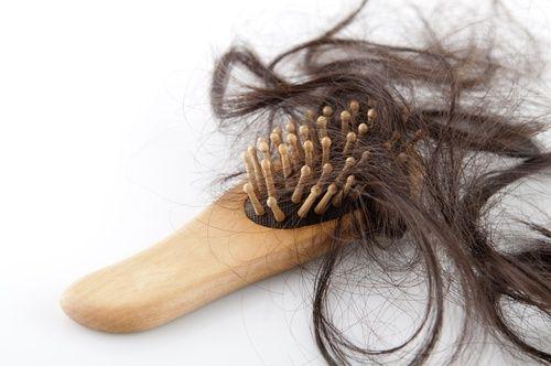 4 natürliche Heilmittel gegen Haarausfall