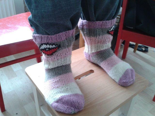 Kirsi Päivän Pikaisista oli tehnyt minulle villasukat Pokepalloilla ^^ Väritys aiheuttaa mielitekoja Suffelipatukoihin :D Tykkään kovasti! (Huhtikuu 2013)