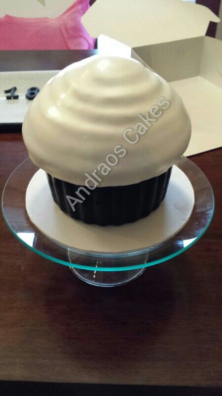 Big cup cake for on top of cup cup tower.