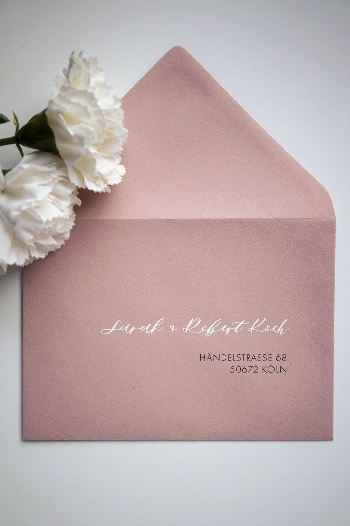 Hochzeitseinladung Umschlag Weisse Beschriftung Rosa Hochzeit Rosa Hochzeitseinladungen Hochzeitseinladung