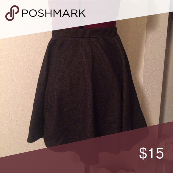 "Papaya Mini Skirt Selling for a friend. I'm good condition. Has a kind of denim look to it, but lots of stretch. Length from waist to hem: 16"". NO trades! Reasonable offers reviewed if made using the offer button. Papaya Skirts Mini"