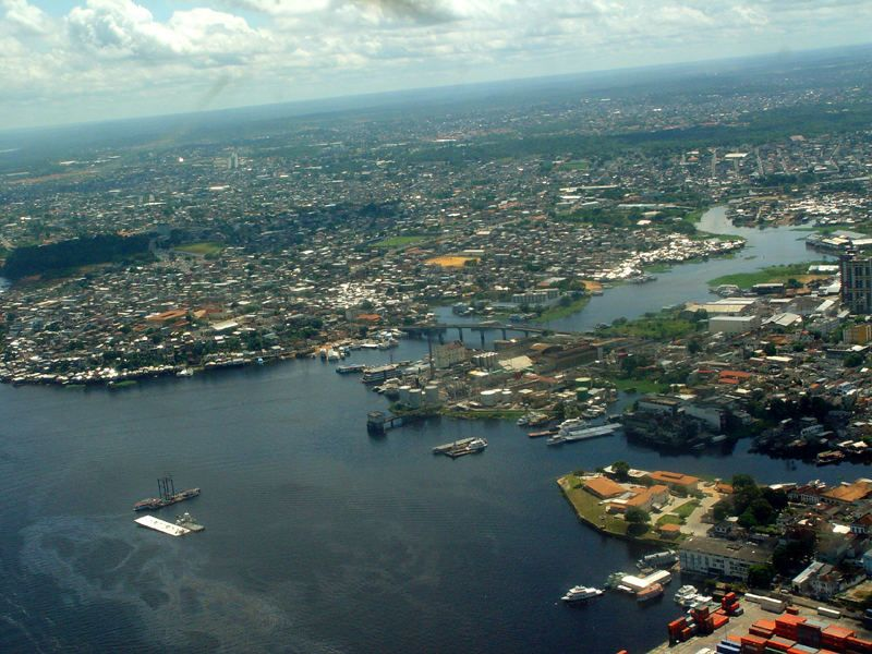Aérea do oeste do centro antigo, pegando um pouco do porto