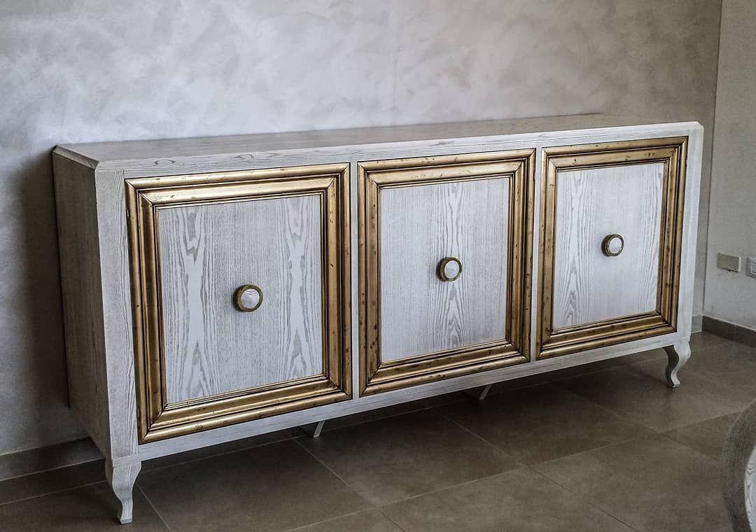 Credenza Con Porte Scorrevoli : Credenza in legno di frassino spazzolato con venature dorate e