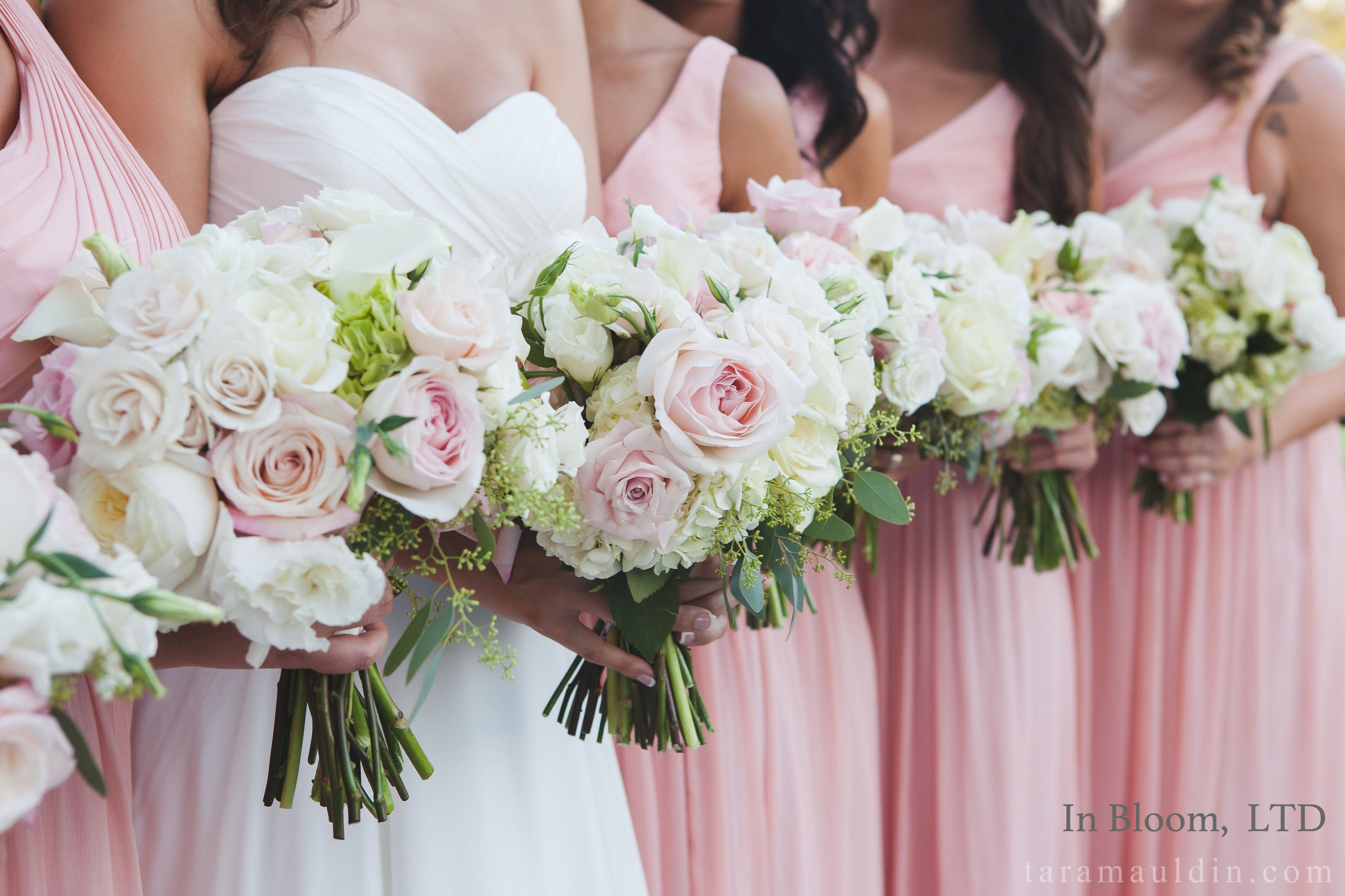 Bridemaids bouquets in Spring/Summer color