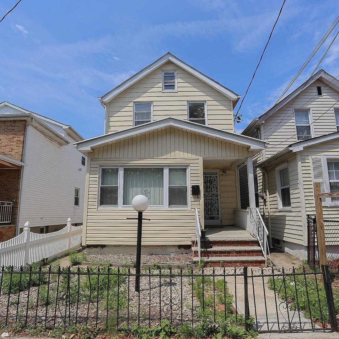 New One Family House For Sale In Jamaicaqueens Fun Fact This Is 50cent Grandparents Home Wonder Where The Rhymes Were Writte Family House House Styles Home