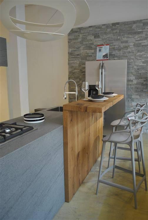 Cucina La casa Moderna Solida. Con isola centrale con piano lavoro e ...