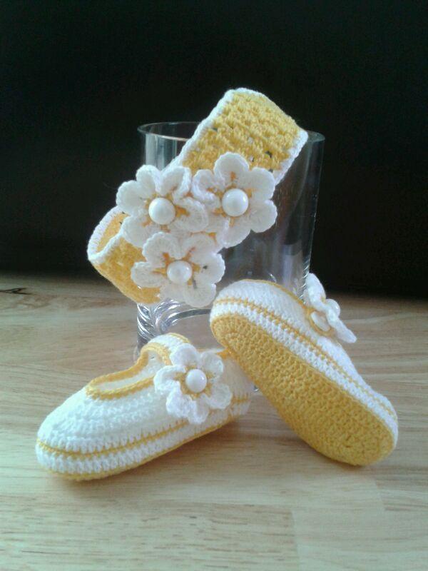 Zapaticos con Flores Amarillo/Blanco