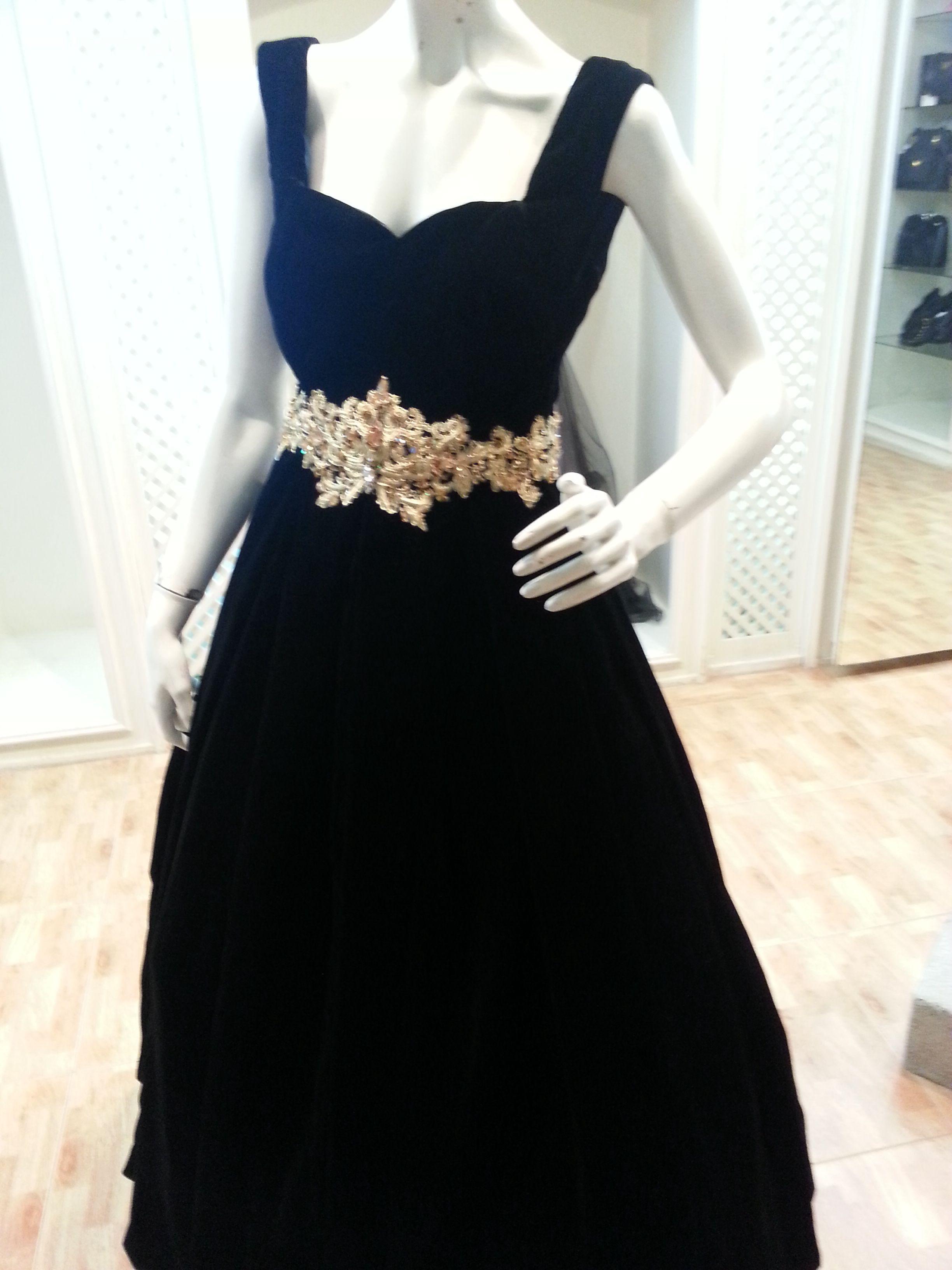 مخمل اسود مع حزام من خيوط الذهب رائع شمعة الجزيرة للازياء 0504407092 Formal Dresses Sleeveless Formal Dress Little Black Dress