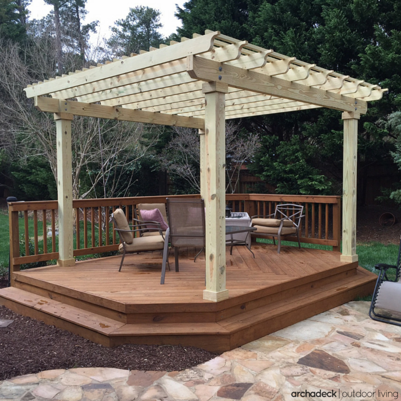 Decks And Patios Ideas: A Cozy Free-standing Deck With Shade Pergola Is An Ideal