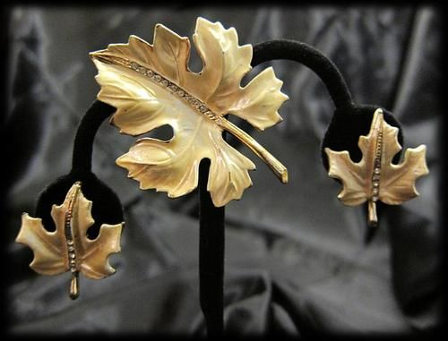 Retro Vintage Costume Jewelry Pin Brooch Clip On Earrings Set Gold Maple Leaves!
