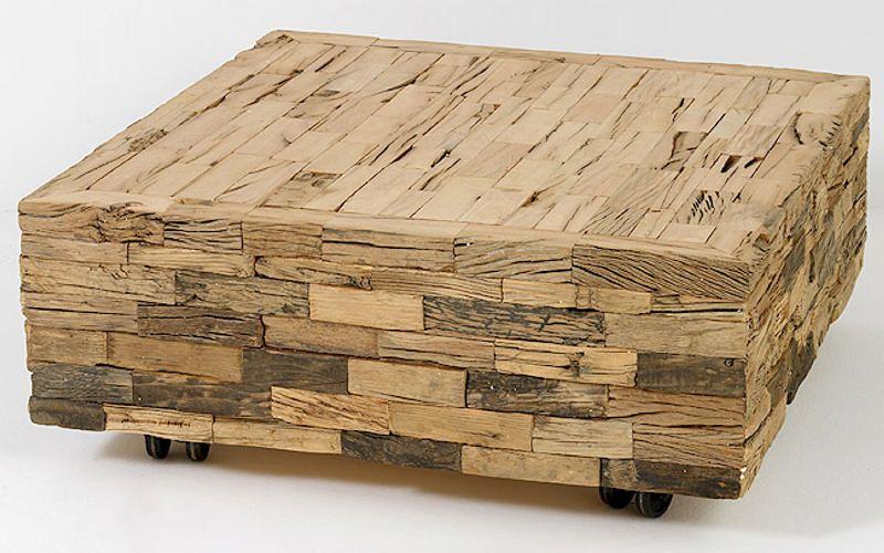 des planches de bois empiles forment cette belle table de designer elle est propose en 90x90x37 elle est pose sur des roulettes pour un dplacement - Roulette Pour Table Basse