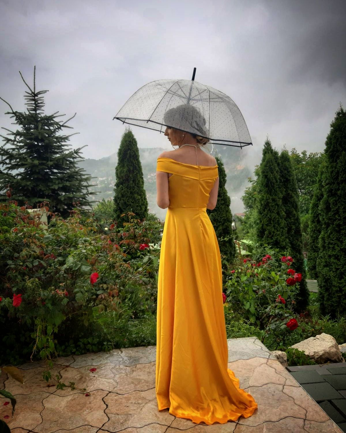 #weddingoutfit #wedding #weddingguest #yellowdress #belle #beautyandthebeast #prideandprejudice #rainyday #rain