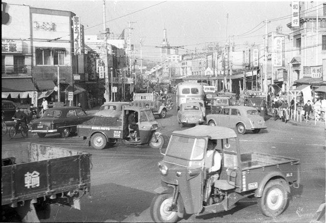 1956年(昭和31年)2月 西五反田1丁目 信号の無い交差点   東京 寺, 古 ...