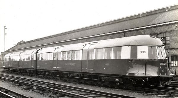 394a2a1ebb5eb0433c228616b604b74d - That streamlined tube train!