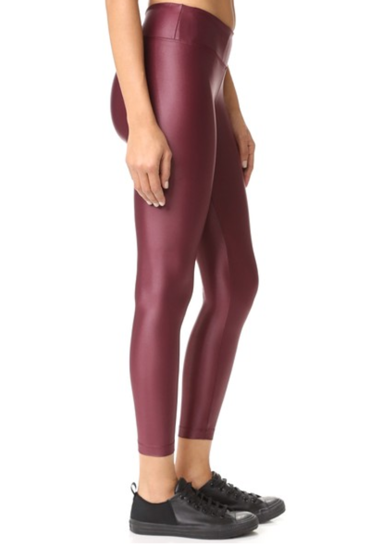 ced6c085d663a5 The shiny workout legging is trending hard   Fitness Fashion ...