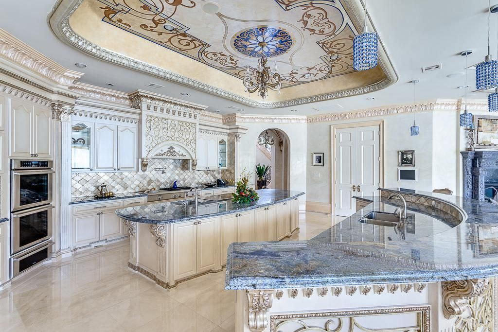 Amazing luxury in Sugar Land Texas Dream homes, luxury mansions, celebrity homes, ultimate kitchen and bathroom ideas on your computer, IOS and Android #mansion #dreamhome #dream #luxury http://mansion-homes.com/dream/amazing-luxury-in-sugar-land-texas/?pg=10