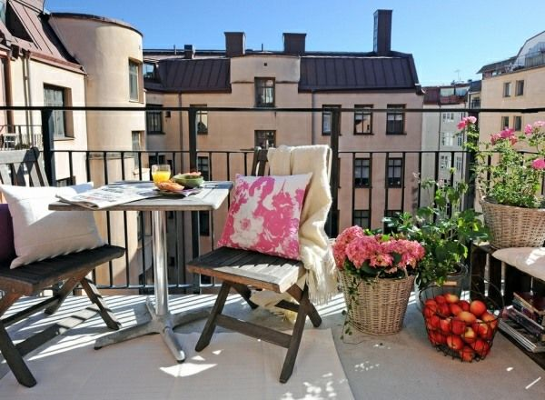 Holzmöbel Äpfel Frühling Blumen Balkon gestalten skandinavischer - mobel fur balkon 52 ideen wohnstil