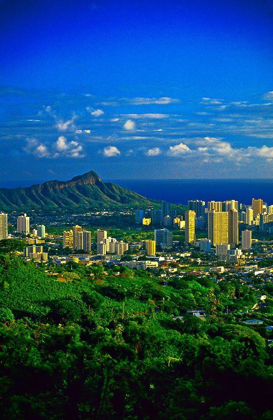 Honolulu with Diamond Head in background, Oahu