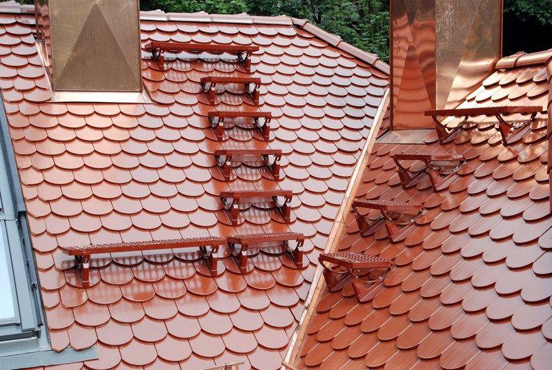 Laufroste auf neuer Biberschwanzeindeckung. Dacheindeckung ...