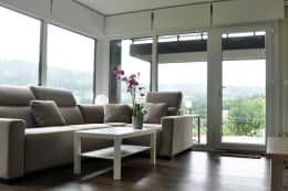 Salas de estar modernas por Casas Cube