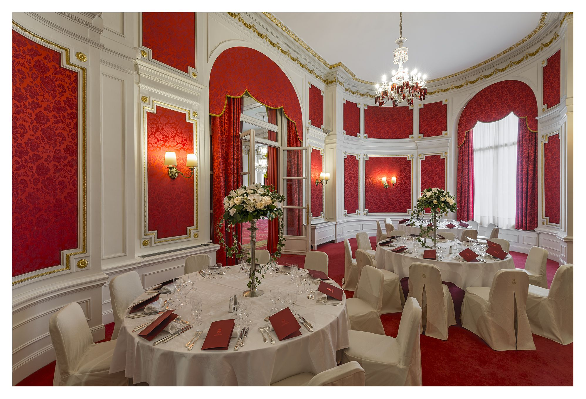 Salon louis xvi louis xvi lounge negresco nice red for Salon louis 16